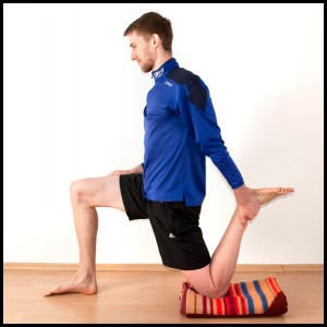 helps with patellar tendonitis: Kneeling quadriceps stretch