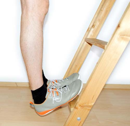Calf stretch for jumper's knee