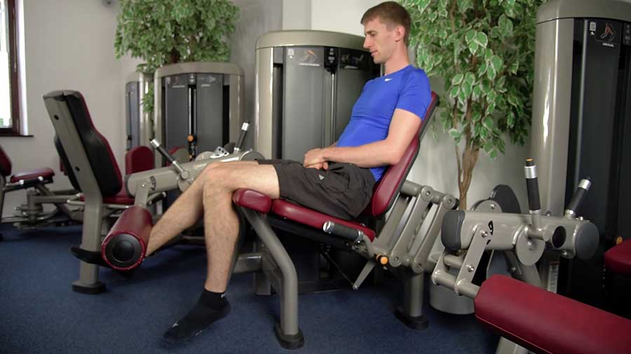 Isometric holds on the leg extension machine for knee tendonitis