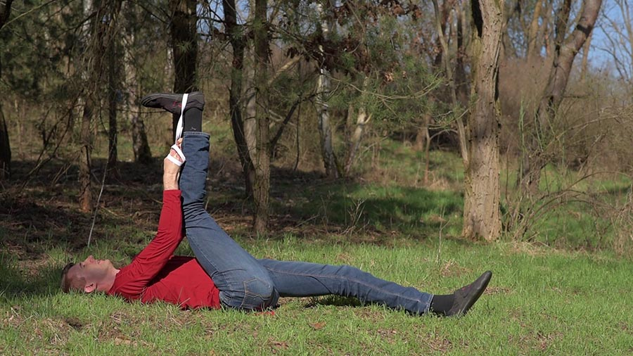 A simple hamstring stretch for tendonitis